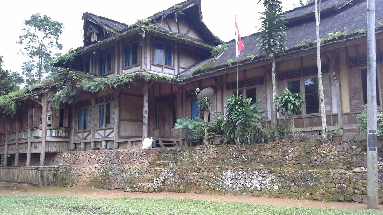 Study Tour Sunda ke Kasepuhan Sinar Resmi Cisolok Sukabumi